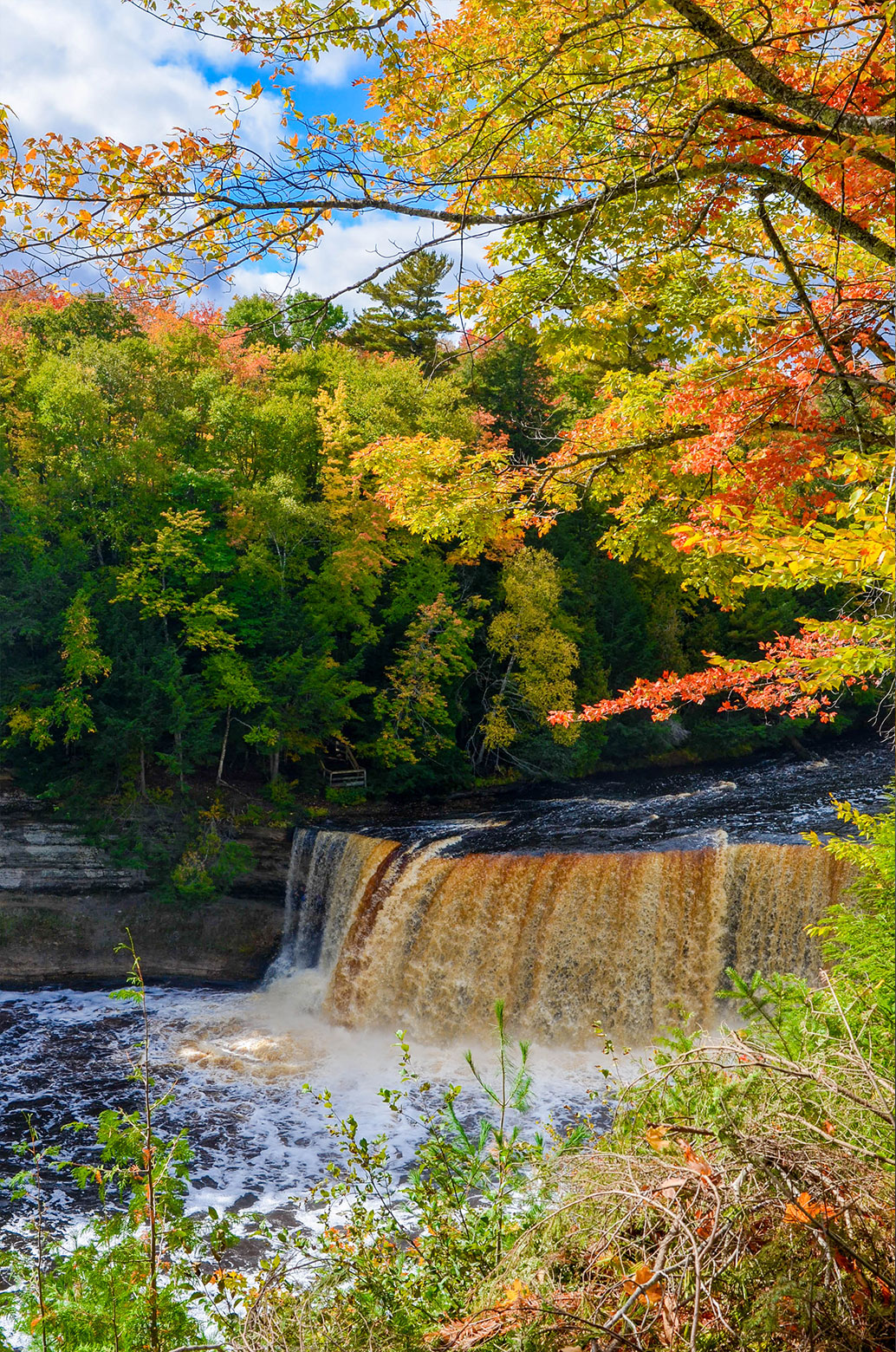 tahquamenon-falls-autumn