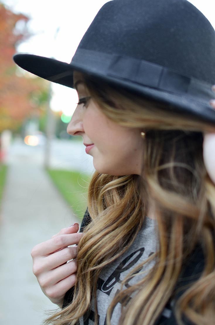black-wide-brimmed-hat-4